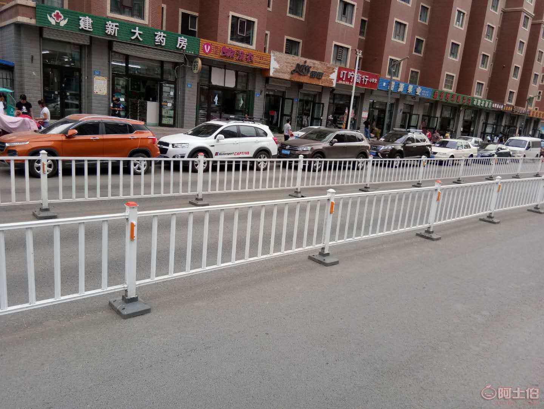 乌鲁木齐{道路护栏}道路中心隔离护栏包安装图片